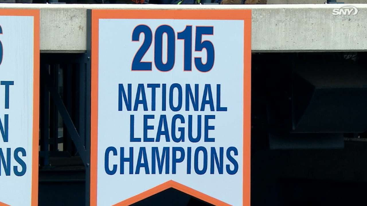 Mets raise their nl pennant banner youtube sciox Images