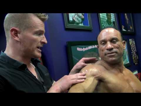 Jimmy Bluff Works On Dave Palumbo's Delts!