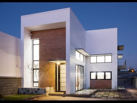 Small Modern House Design with Spacious Interior and ...