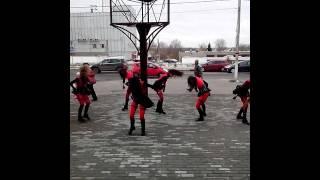 Танец в Павловском посаде