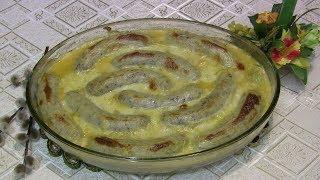 Biała kiełbasa zapiekana z porami i pomidorami pod beszamelem