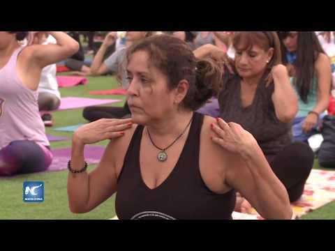 Cientos de peruanos recuerdan Día Internacional del Yoga