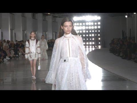 GIAMBATTISTA VALLI Paris Fashion Week Spring/Summer 2019