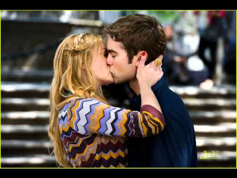 Chace Crawford & Kaylee DeFer Kissing in