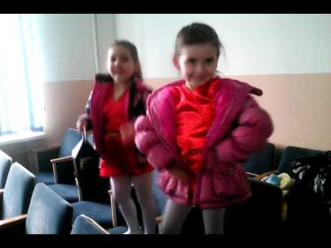 Танцы.  София, Виктория, 5 лет