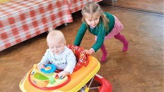 Эльвира в ДЕТСКОЙ ГРУППЕ Игры для малышей ясельного возраста. Как Мама Живая кукла Видео для детей