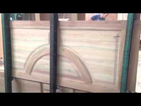 Tablero para puerta trompo doovi for Como hacer puertas de madera para cocina