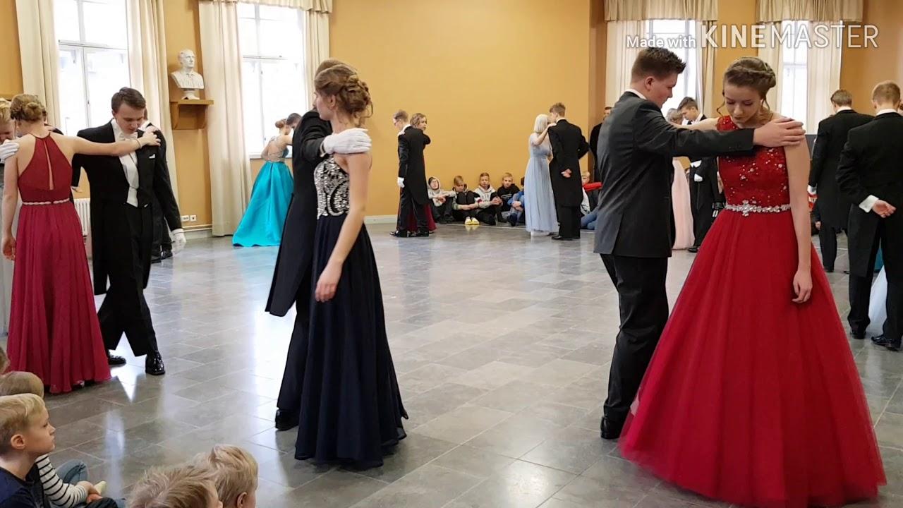 5da187457ea6 Tvåorna skiner i vacker dans runt om i Åboland - se video! - Åbo  Underrättelser