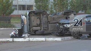 В Нижнекамске после столкновения перевернулась«четырнадцатая», пострадала женщина