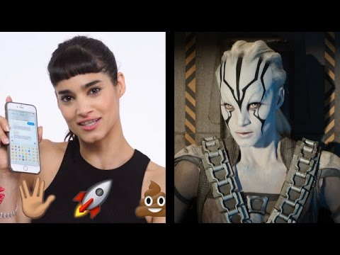 Star Trek's Jaylah (Sofia Boutella) Shows Us the Last Thing on Her Phone | WIRED