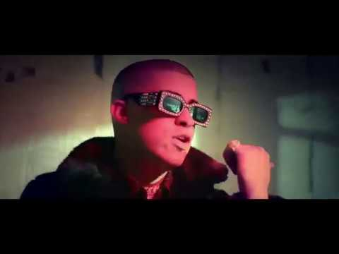 Bad Bunny - Me Rolie (Mami No se) [Video Concept]