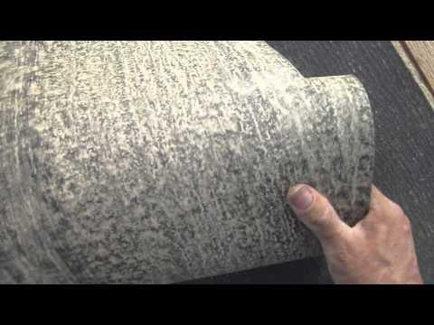 Укладка рубероида на деревянную обрещётку