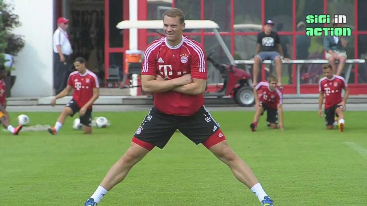 fc bayern m nchen impressionen von torwart manuel neuer beim training am youtube. Black Bedroom Furniture Sets. Home Design Ideas