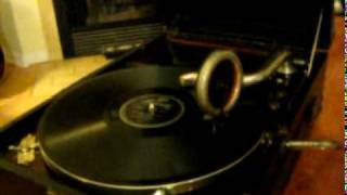 Patti Page singing Mocking Bird Hill on an HMV 101