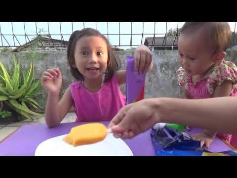 Bayi Lucu Makan Es Krim Aice Rasa Buah