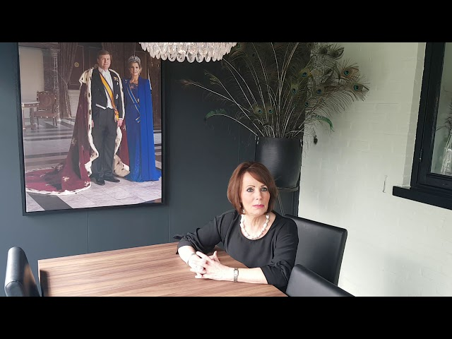 (Film nr. 99) Interview met Willeke Pietersma, eigenaresse van De Haarzaak in Koewacht.