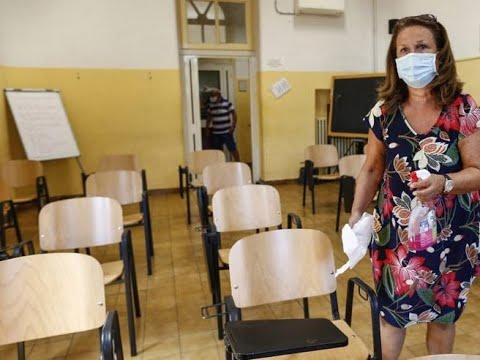 Ritorno a scuola solo con le sedie. Mancano 2 milioni di banchi. Ma i contratti sono segreti.