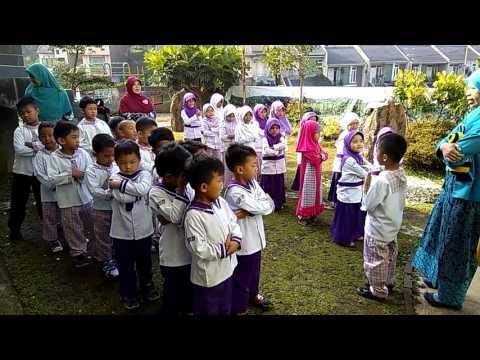 Lagu Anak Berbaris Yang Rapi sebelum masuk kelas  PAUD DAARUL FIKRI Sariwangi