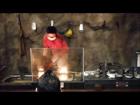 Live demo peleburan perak di PG Gold Museum