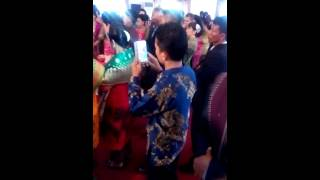 Video saat paling MENGHARUKAN pesta pernikahan adat Batak