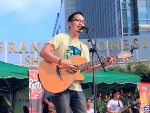 Adera - Lebih Indah (Live at CFD 10 April 2011)