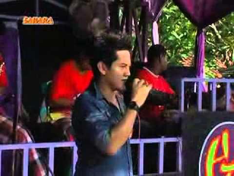Cinta Terlarang Siang - Eddy Zacky
