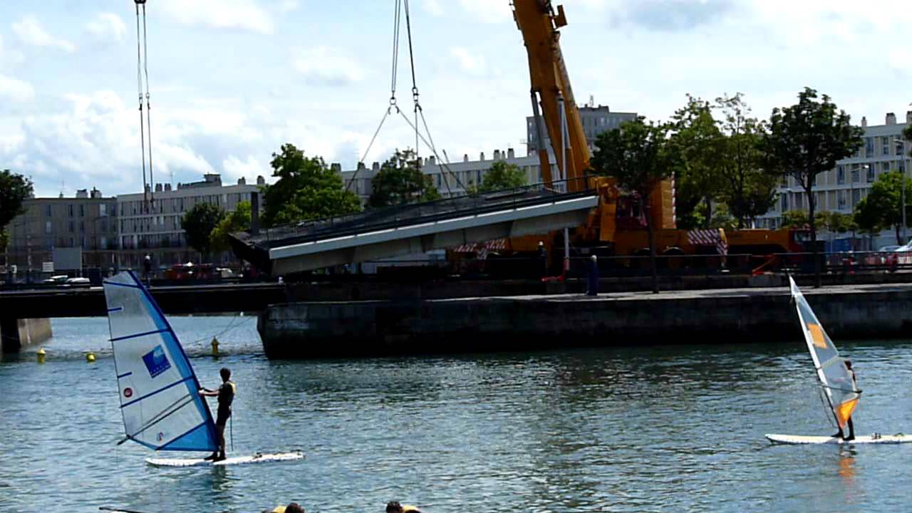 Pont de lamblardie enl vement du tablier bassin du commerce le havre youtube - Bassin pour balcon le havre ...