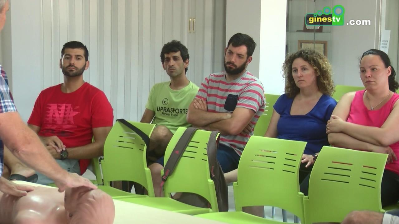 Los monitores deportivos de Gines participan en un curso de Soporte Vital Básico