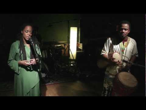 "Akua Naru - The Journey...Aflame //""Live & Aflame Sessions"" (Full-HD)"