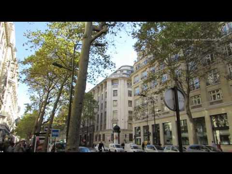 Walk along the Boulevard Haussmann in the centre of Paris 2