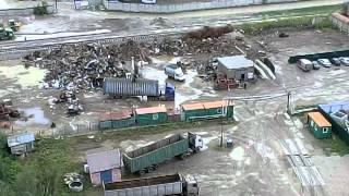 Прием металлолома под окнами жилого дома, 9ч утра(Пункт приема металла запущенный в городе Лобня, Московской Области, под окнами многоквартирной высотки..., 2012-07-21T05:47:44.000Z)