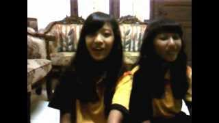 Sanda & Via ( Cover lagu One Direction - What Makes you Beautiful )