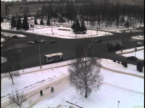 16.12.13 ДТП на перекрестке Дзержинского и Ленинградского ч.1