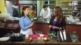 Салат из армянских трав с грушей и сыром