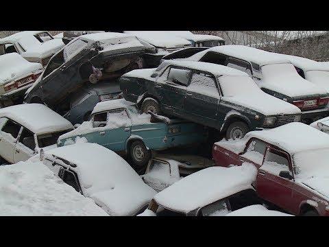 В центре Уфы штраф-стоянка превратилась в огромную свалку автомобилей