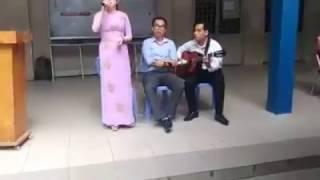 Cô giáo Trất's nhất vịnh Bắc Bộ hát Lạc Trôi