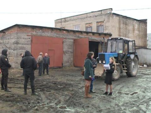 Трактор под арестом. Судебные приставы арестовали технику управляющей компании
