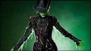 Danna Paola - Les calla la boca a todos en Wicked México - No Hay Bien (Audio)