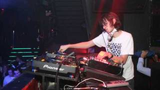 James Holden  One For You    (Oliver Klein Remix).wmv