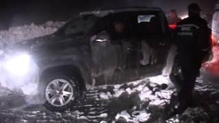 видео Рятувальники Полтавщини продовжують вивільняти автомобілі зі снігових заметів