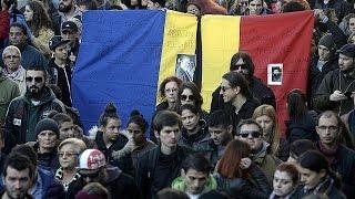 مسيرة صامتة في بوخارست للتضامن مع ضحايا حريق النادي الليلي     2-11-2015