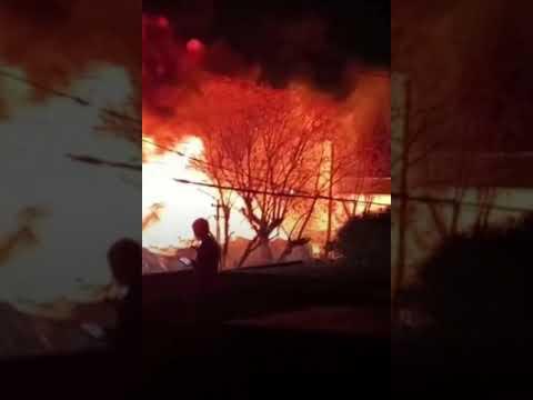 Voraz incendio en una fábrica textil de Morón Sur: mirá las impactantes imágenes