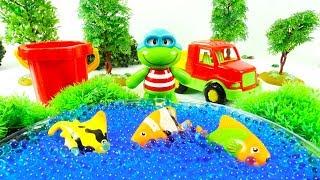 Видео для детей с игрушками: Лягушонок на рыбалке.