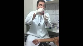 Sangue coágulo na para perna de exame médico