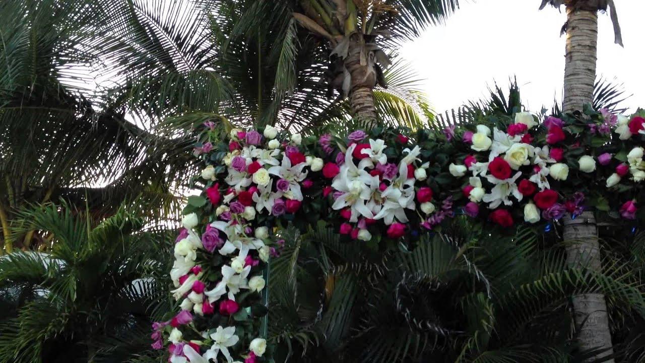 Espectacular arco de flores para boda en playa evento de - Arreglo de flores naturales ...