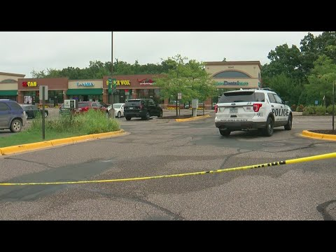 While Held At Gunpoint, Verizon Clerk Shoots Robbery Suspect