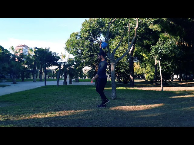 Overhead lunge con una kettlebell