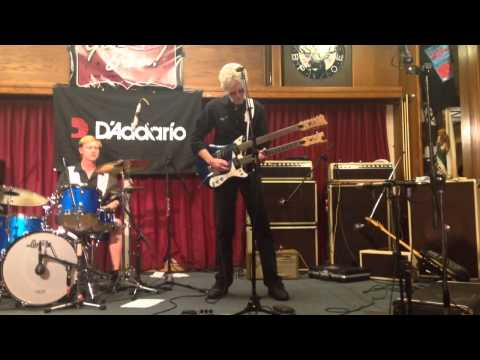 Davie Allan and the Arrows - Blues Theme - Surf Guitar 101 Convention