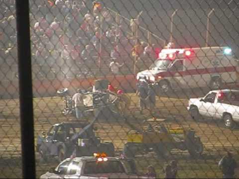 305 Sprint Car Crash Lake Ozark Speedway 9-6-09