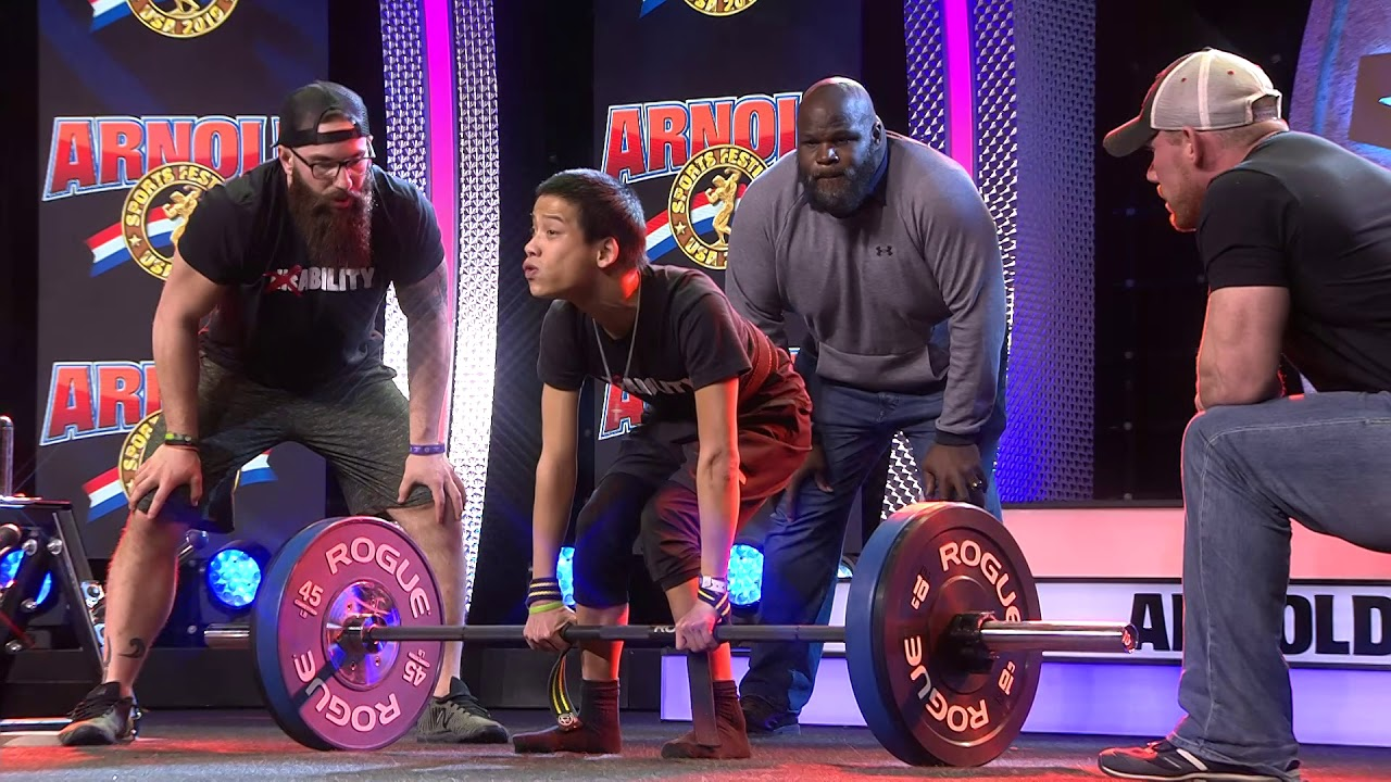 Miles Taylor Deadlifts 185 pounds in front of Arnold Schwarzenegger at 2019 Arnold Classic